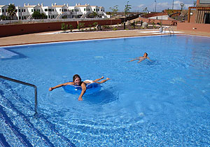 big swimming pool in Cotillo with private apartments for holiday rentals